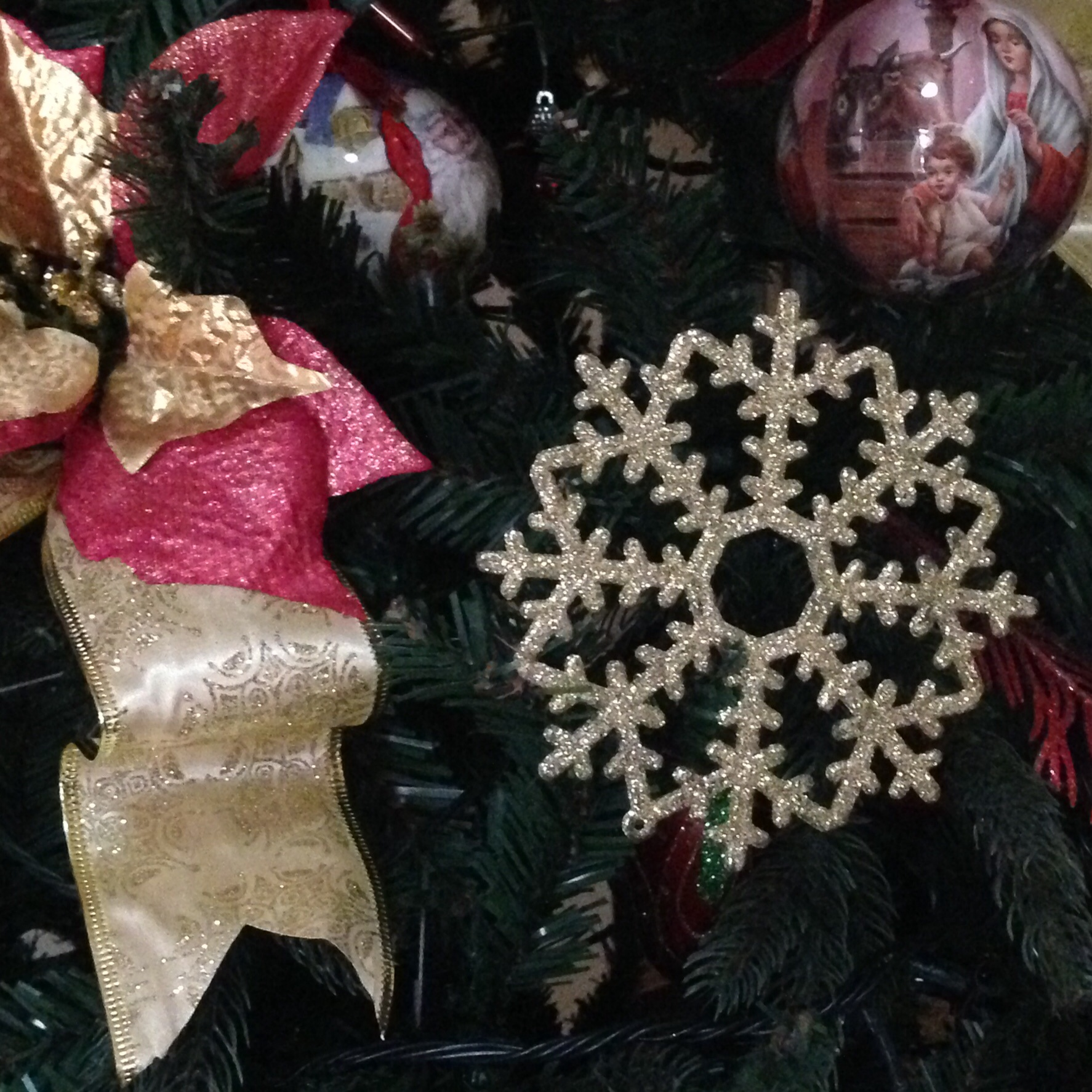 Got the snowflakes trinkets for Php5/piece only